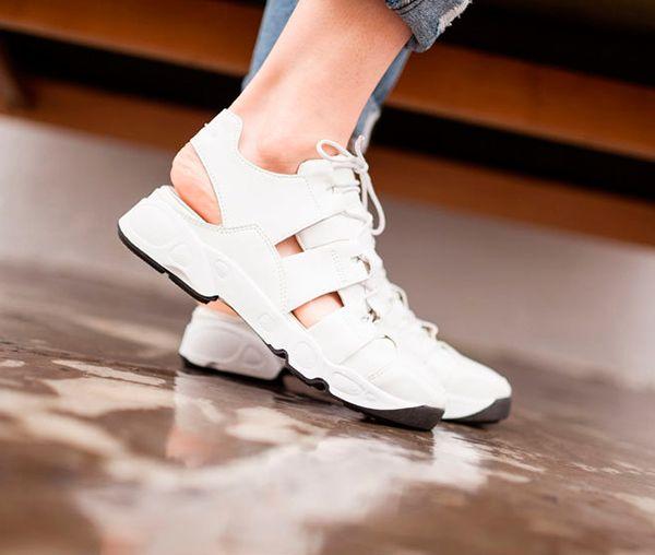 Новый тренд: кроссовки с вырезами