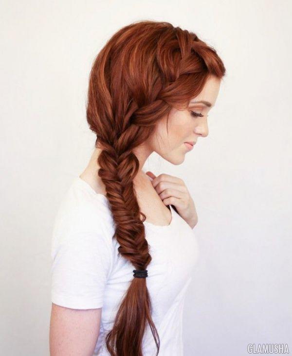 Девушка с хвостиками на голове