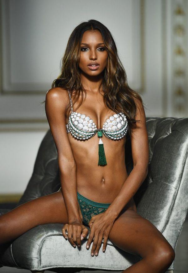 Правда вырвалась наружу: Секси растяжки одного из Ангелов Victoria's Secret