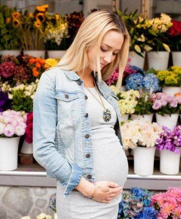 Летние образы для беременных: что надеть и с чем носить