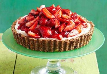Вкуснейший клубничный пирог без выпекания